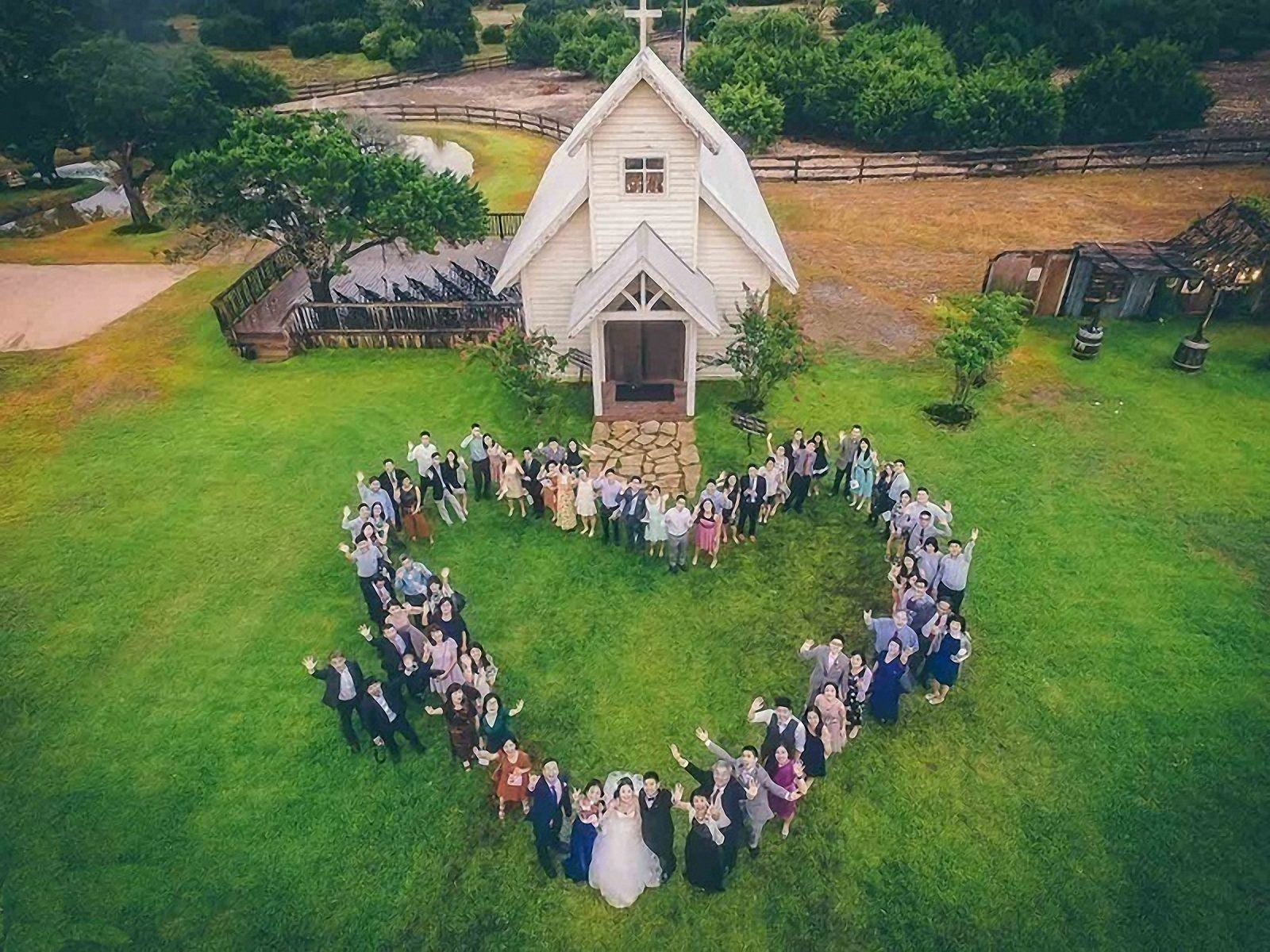 Wedding drone photography _ love heart wedding-dress-drone wedding photography